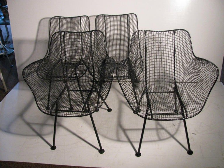 Set of 4 sculptura outdoor \ indoor dining patio chairs. Set consists of 2 arm chairs and 2 side chairs. Wire mesh sprayed flat black and in excellent vintage condition. Side chair dimensions are 19 W x 31.5 H x 23 D x 17 seat height. Comfortable