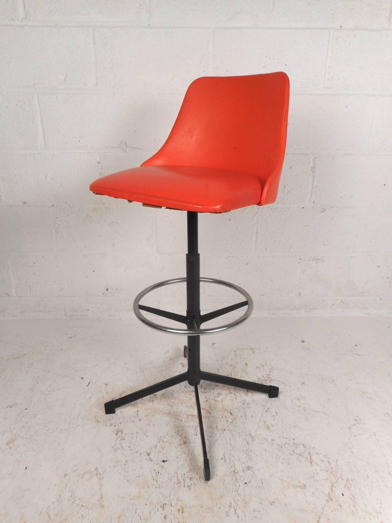 Set of Four Mid-Century Modern Swivel Bar Stools In Good Condition For Sale In Brooklyn, NY