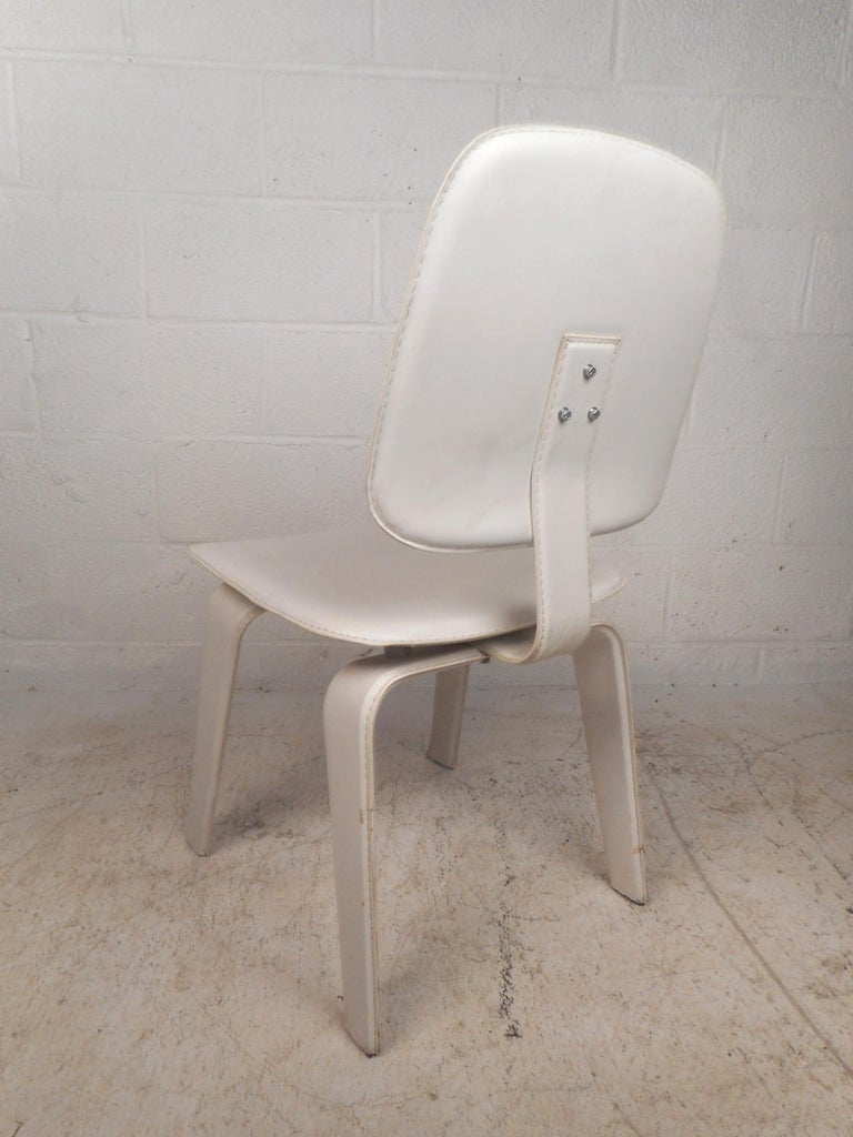 Late 20th Century Set of Four Mid-Century Modern White Leather Dining Chairs For Sale