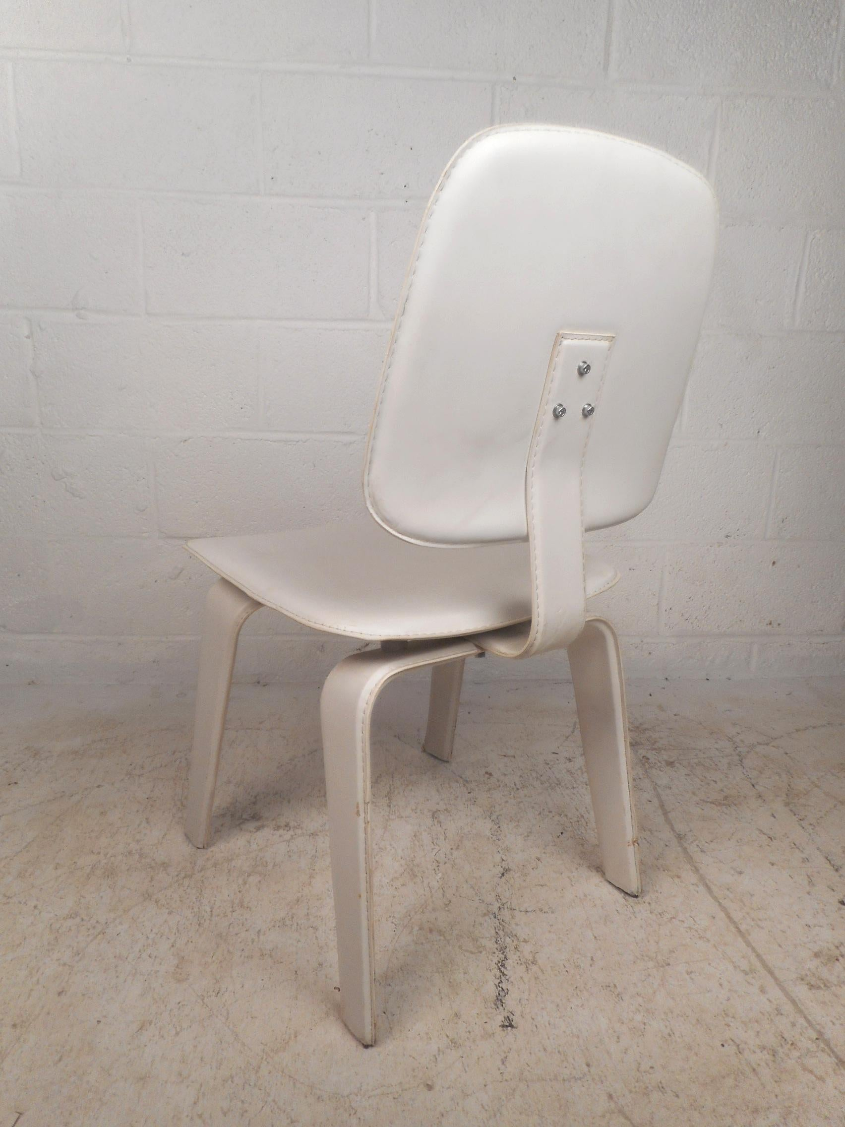 Set Of Four Mid Century Modern White Leather Dining Chairs