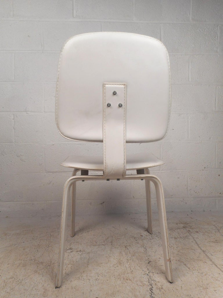 Set of Four Mid-Century Modern White Leather Dining Chairs For Sale 1