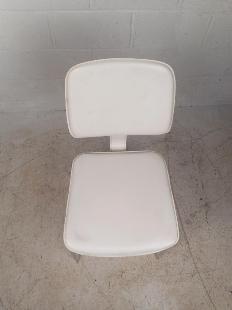 Set of Four Mid-Century Modern White Leather Dining Chairs For Sale 2