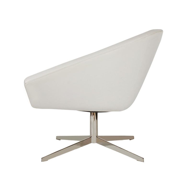 Set of Four Mid-Century Modern White Swivel Lounge Chairs by Bernhardt For Sale 3
