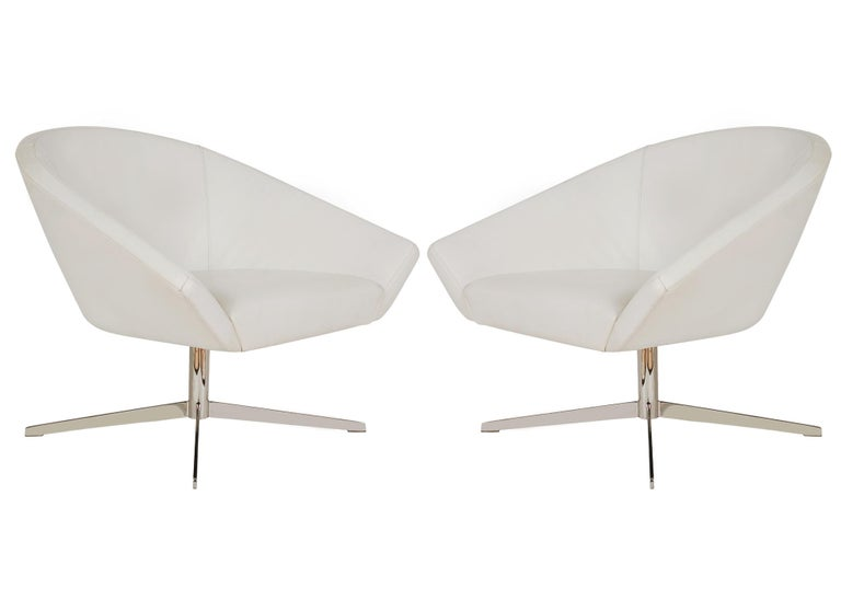 Set of Four Mid-Century Modern White Swivel Lounge Chairs by Bernhardt For Sale 4