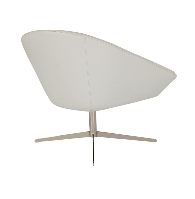 Post-Modern Set of Four Mid-Century Modern White Swivel Lounge Chairs by Bernhardt For Sale
