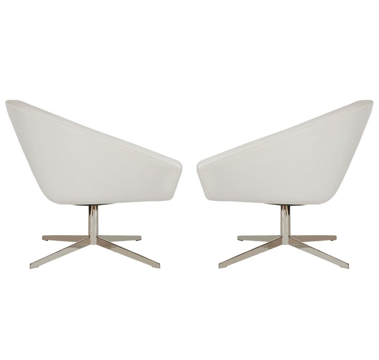 American Set of Four Mid-Century Modern White Swivel Lounge Chairs by Bernhardt For Sale