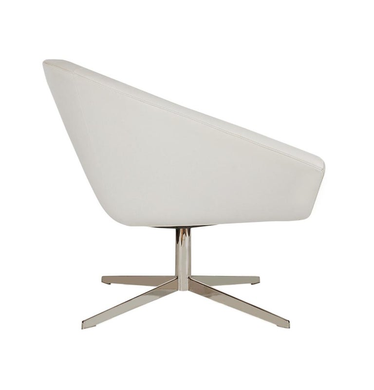 Late 20th Century Set of Four Mid-Century Modern White Swivel Lounge Chairs by Bernhardt For Sale