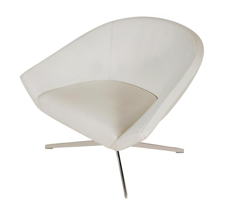Set of Four Mid-Century Modern White Swivel Lounge Chairs by Bernhardt For Sale 2
