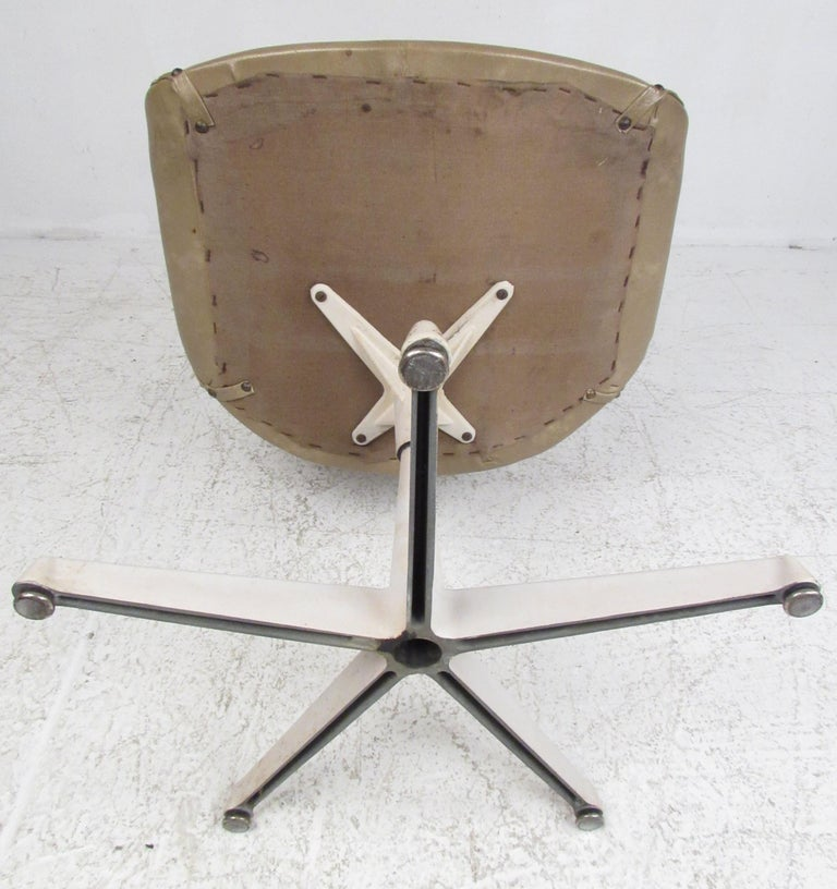 Set of Four Midcentury Swivel Armchairs In Fair Condition For Sale In Brooklyn, NY