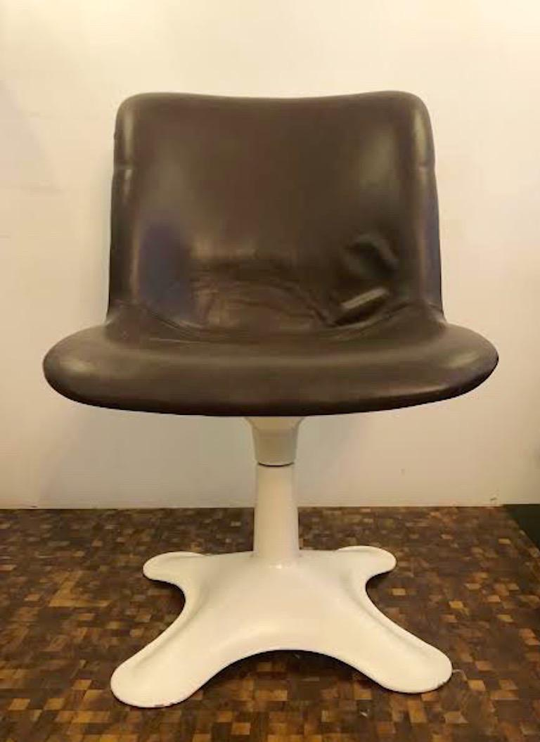 Mid-Century Modern Set of four Midcentury Leather Dining Chairs and a table by Yrjö Kukkapuro For Sale
