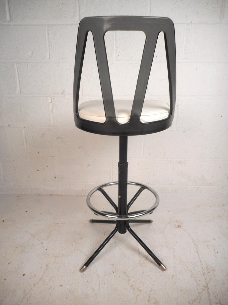 Metal Set of Four Midcentury Smoked Lucite Swivel Bar Stools For Sale