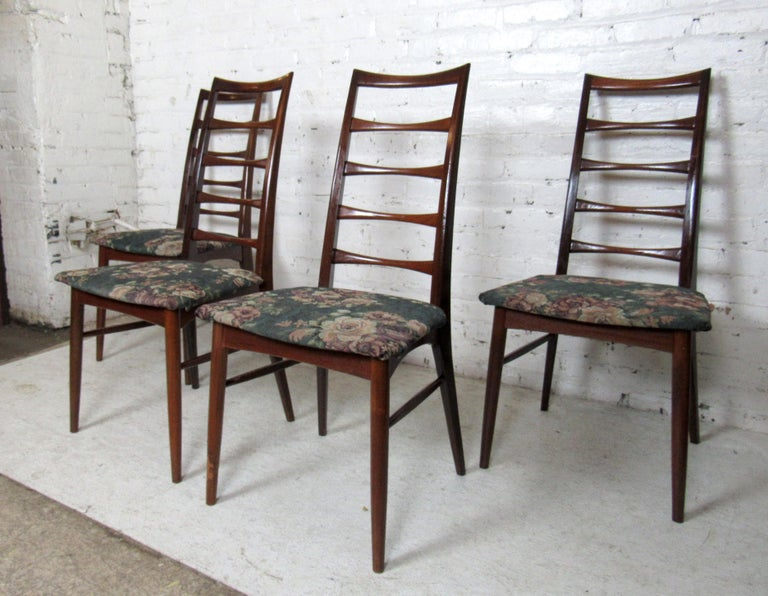 Set of Four Modern Dining Chairs In Good Condition For Sale In Brooklyn, NY