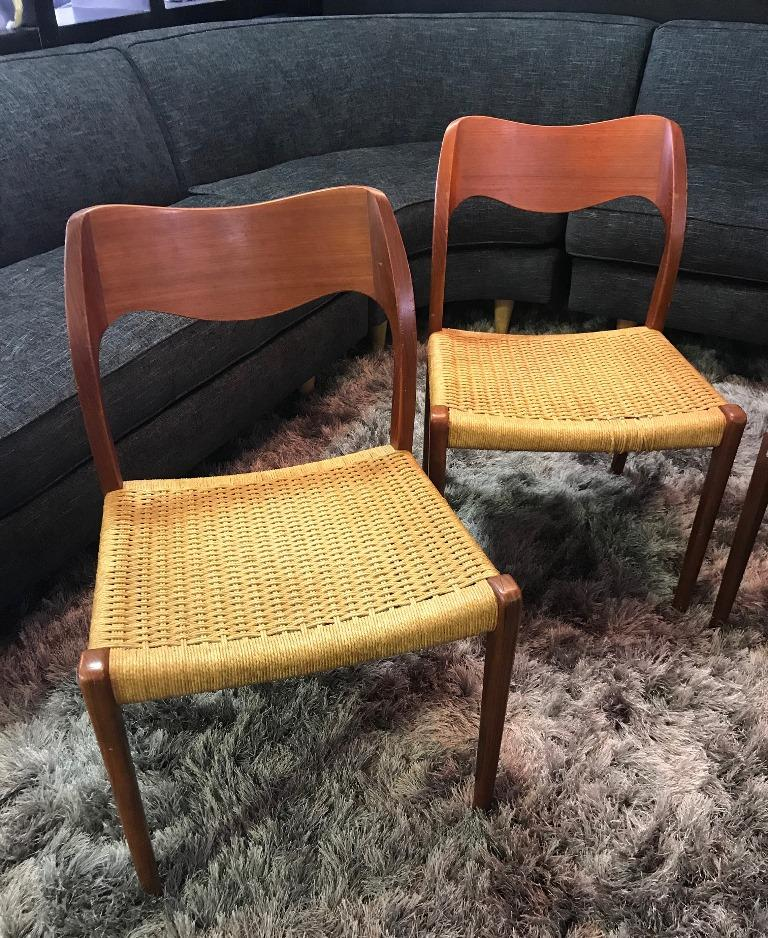 Niels Otto Møller Set of 4 Mid-Century Modern Model 71 Paper Cord Dining Chairs In Good Condition For Sale In Studio City, CA