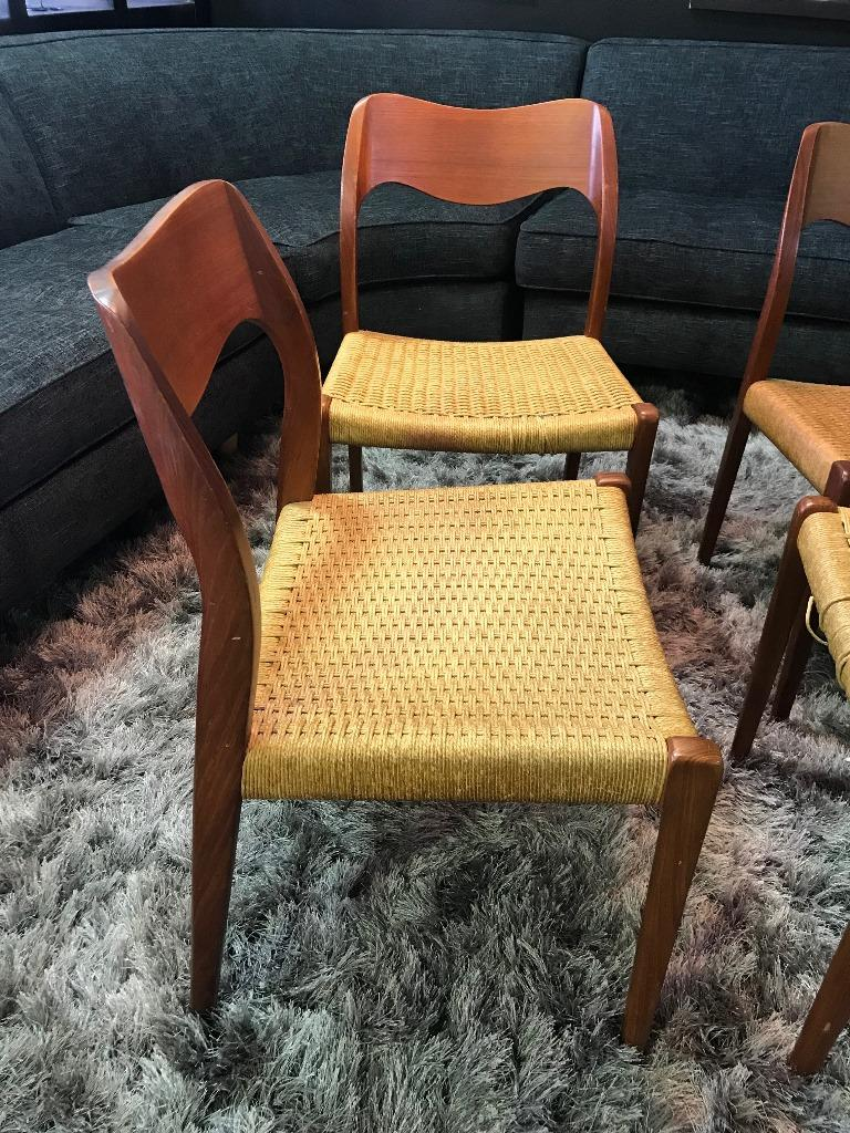 Niels Otto Møller Set of 4 Mid-Century Modern Model 71 Paper Cord Dining Chairs For Sale 2