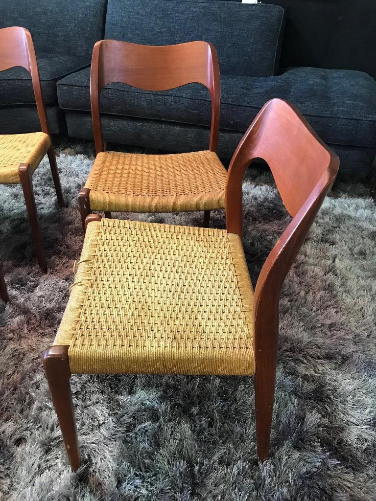 Niels Otto Møller Set of 4 Mid-Century Modern Model 71 Paper Cord Dining Chairs For Sale 3