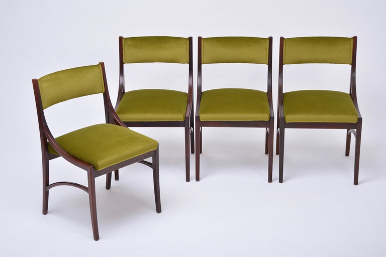 Set of four Mid-Century Modern Green reupholstered Dining Chairs by Ico Parisi  In Good Condition For Sale In Berlin, DE