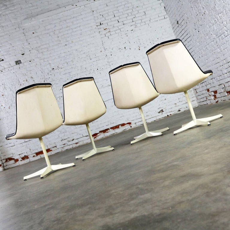 Set of Four Richard Schultz Stacking Dining Chairs for Knoll For Sale 4