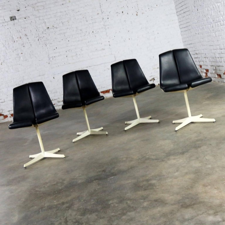 Set of Four Richard Schultz Stacking Dining Chairs for Knoll For Sale 13