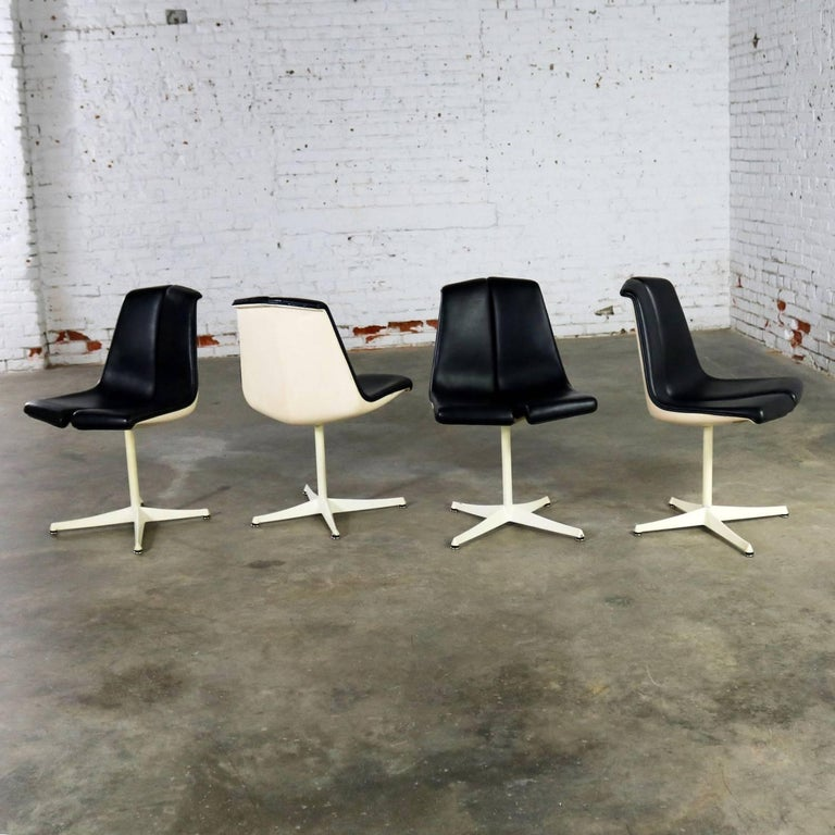 Set of Four Richard Schultz Stacking Dining Chairs for Knoll For Sale 1