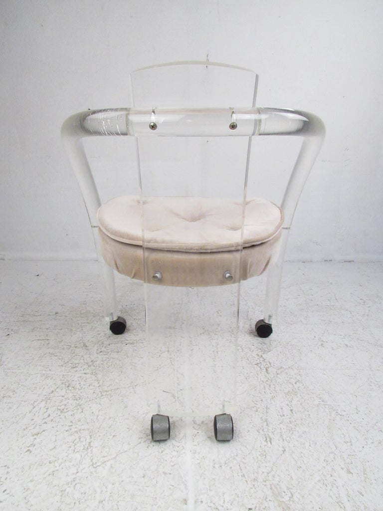 Set of Four Sculptural Midcentury Lucite Dining Chairs by Hill Manufacturing In Good Condition For Sale In Brooklyn, NY