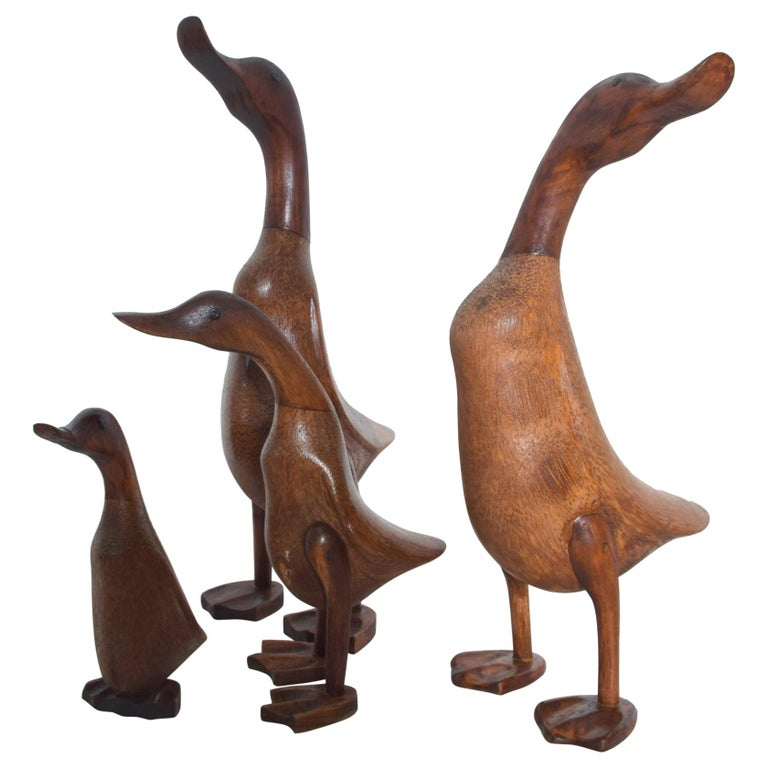 Set of Four Standing Wood Ducks & Ducklings Graceful Dynasty Family 1950s USA For Sale