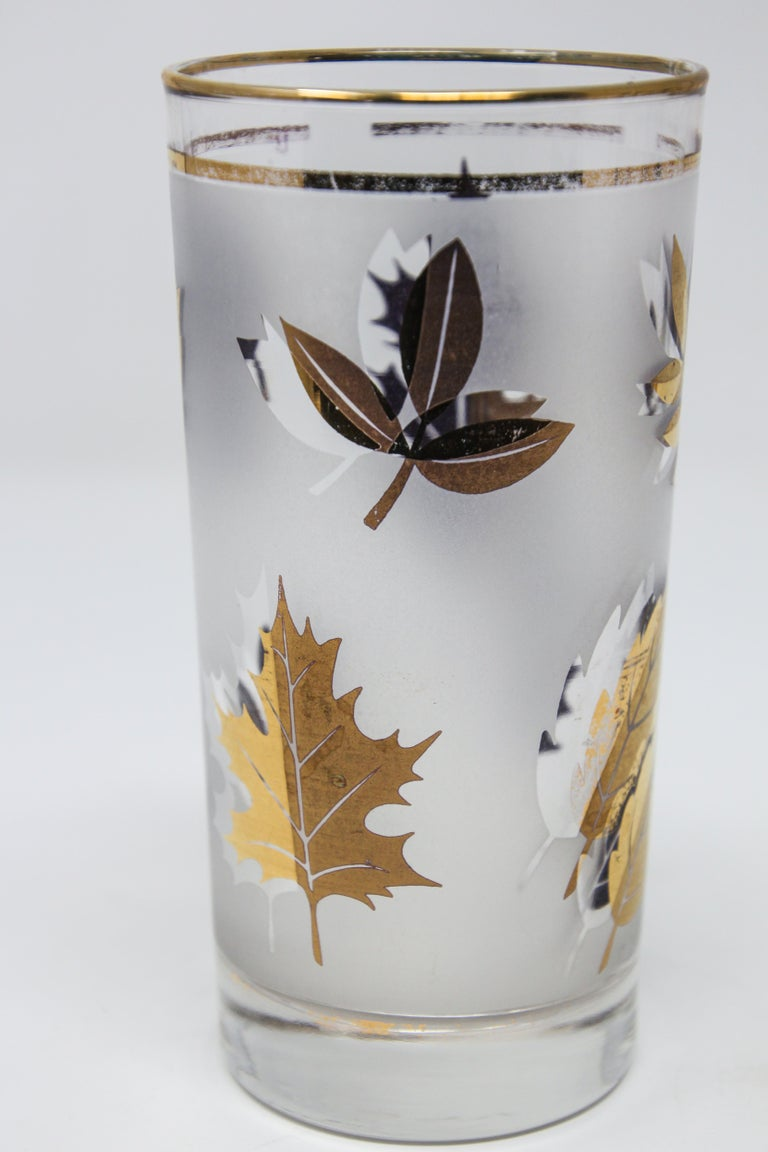 Set of Four Vintage Cocktail Glasses by Libbey with Gold Leaf Design In Good Condition For Sale In North Hollywood, CA