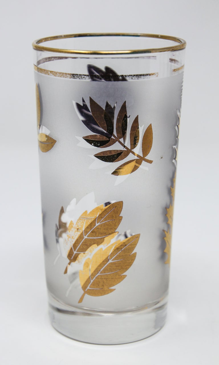 20th Century Set of Four Vintage Cocktail Glasses by Libbey with Gold Leaf Design For Sale