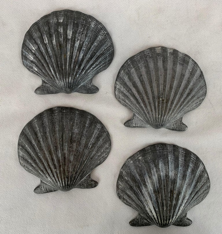 Set of Four Vintage Lead Scallop Shells for the Garden, Patio, Terrace In Good Condition For Sale In West Palm Beach, FL