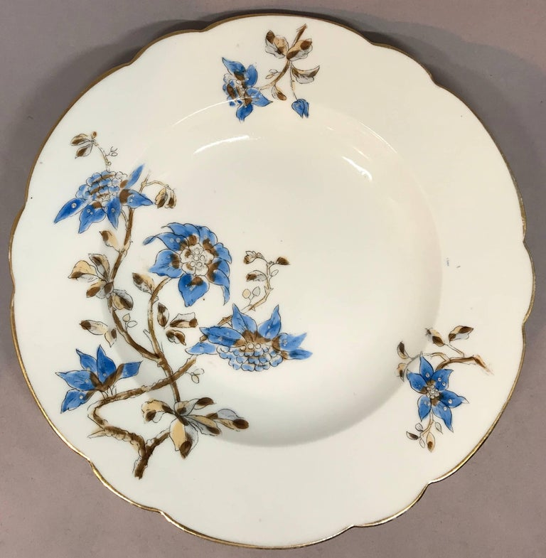 Set of Five Italian Blue and White Floral Plates In Good Condition For Sale In New York, NY