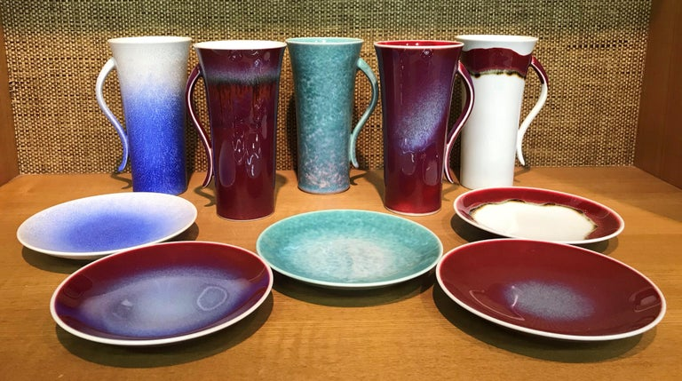 Extraordinary set of five contemporary Japanese tall hand-glazed porcelain mugs/cups and matching dessert plates, handsomely proportioned and masterfully glazed in the artist's signature blue, wine-red, green and white, signed pieces by widely