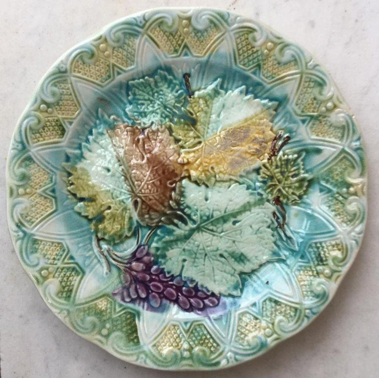 Country Set of Majolica Leaves Plates Onnaing, circa 1900 For Sale