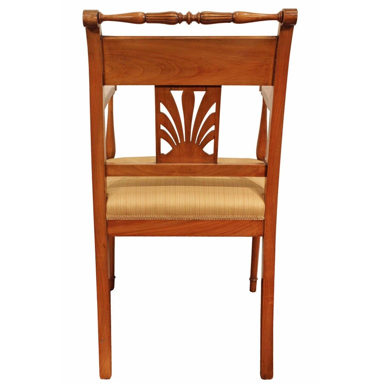 Set of Mid-19th Century Biedermeier Dining Room Chairs In Good Condition For Sale In West Palm Beach, FL