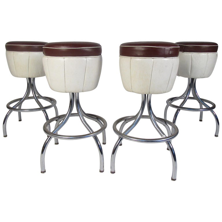 Set of Mid-Century Modern Bar Stools For Sale