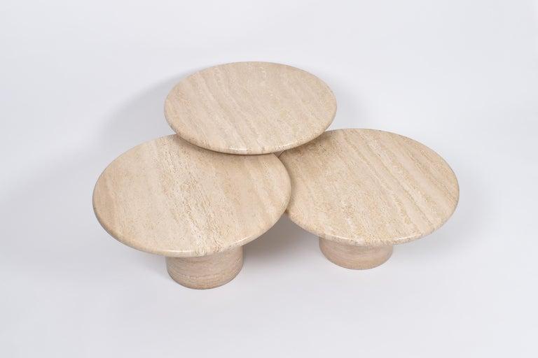 Italian Set of Mid-Century Modern Cream Travertine Round Pedestal Coffee Tables, 1970 For Sale