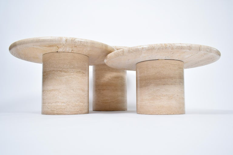 Mid-20th Century Set of Mid-Century Modern Cream Travertine Round Pedestal Coffee Tables, 1970 For Sale