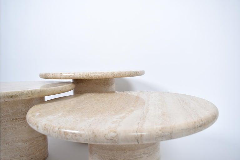 Set of Mid-Century Modern Cream Travertine Round Pedestal Coffee Tables, 1970 For Sale 2