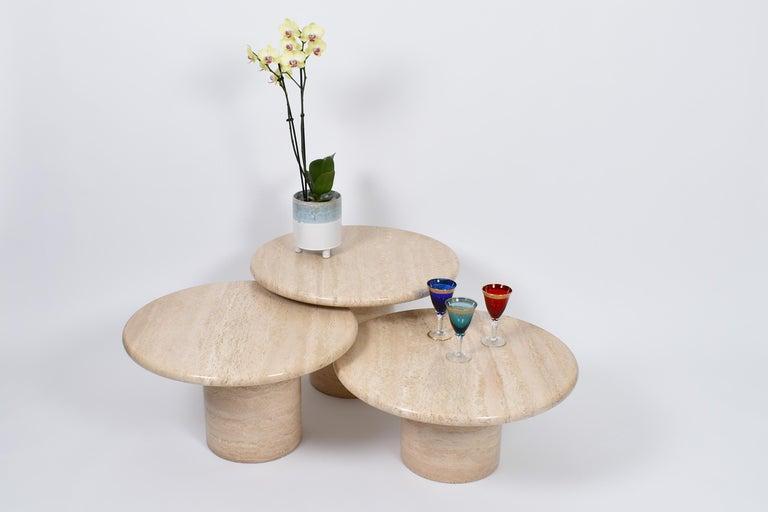 Set of Mid-Century Modern Cream Travertine Round Pedestal Coffee Tables, 1970 For Sale 3