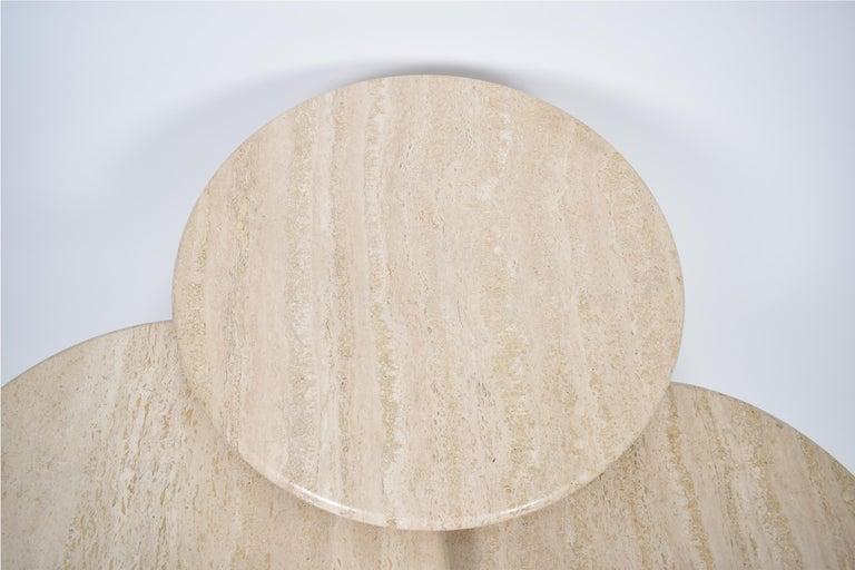 Set of Mid-Century Modern Cream Travertine Round Pedestal Coffee Tables, 1970 For Sale 4