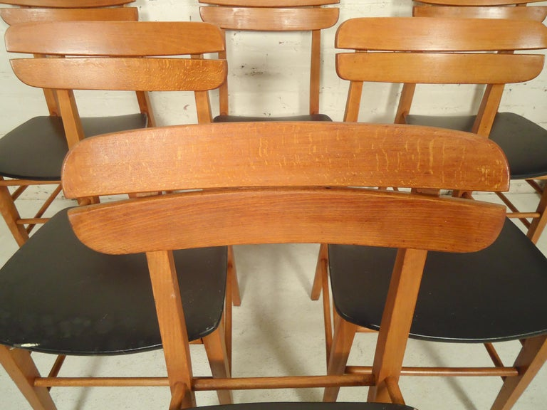 Set of Mid-Century Modern Dining Chairs For Sale 2