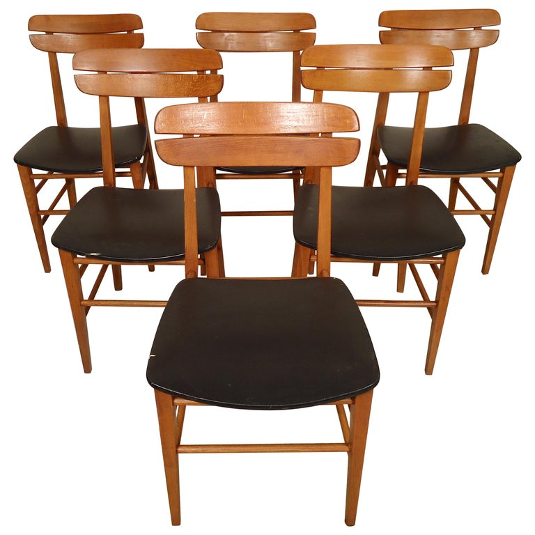 Set of Mid-Century Modern Dining Chairs For Sale