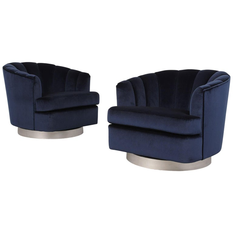 Set of Mid-Century Modern Milo Baughman Swivel Club Chairs For Sale