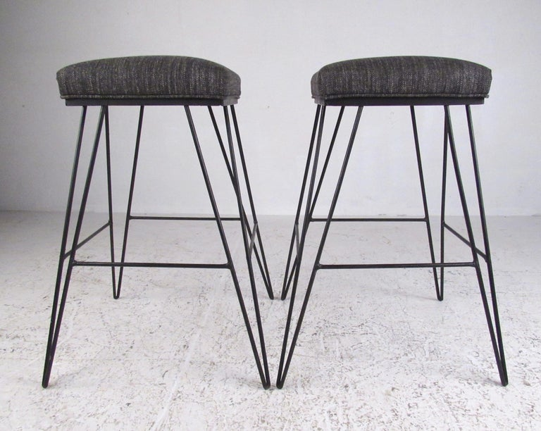 Mid-Century Modern Set of Midcentury Hairpin Barstools For Sale