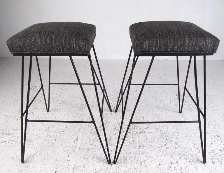 Set of Midcentury Hairpin Barstools In Good Condition For Sale In Brooklyn, NY