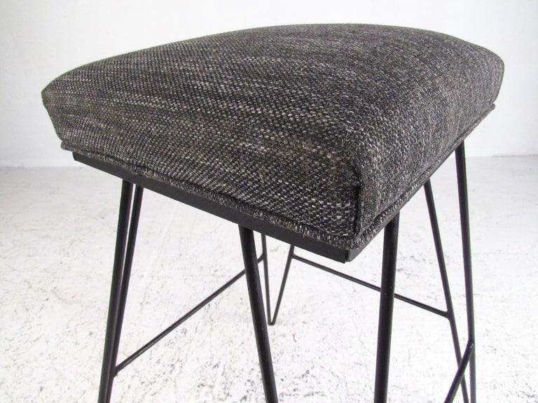 Set of Midcentury Hairpin Barstools For Sale 1