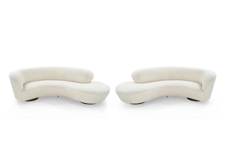 Mid-Century Modern Set of Opposing Sofas by Vladimir Kagan in Bouclé For Sale