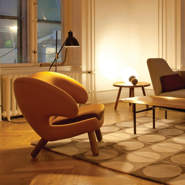 Set of Pelican Chair in Wood and Fabric and Pelican Table by Finn Juhl For Sale 7