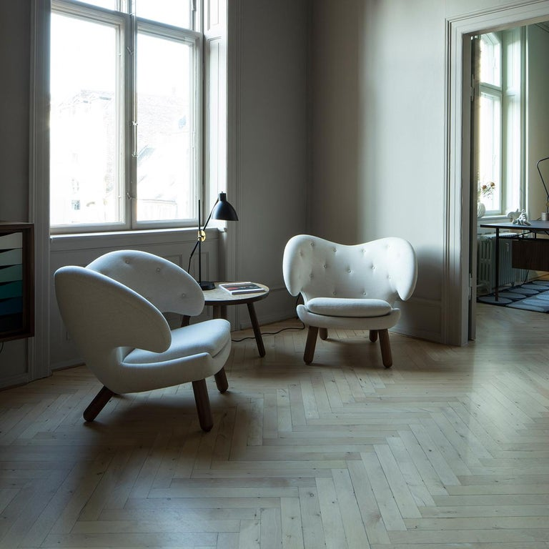 Set of Pelican Chair in Wood and Fabric and Pelican Table by Finn Juhl For Sale 3