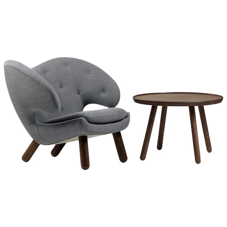 Set of Pelican Chair in Wood and Fabric and Pelican Table by Finn Juhl For Sale
