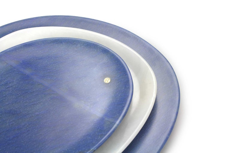 Italian Set of Plates Hand Carved Azul Macaubas and White Onyx by Pieruga Marble, Italy For Sale