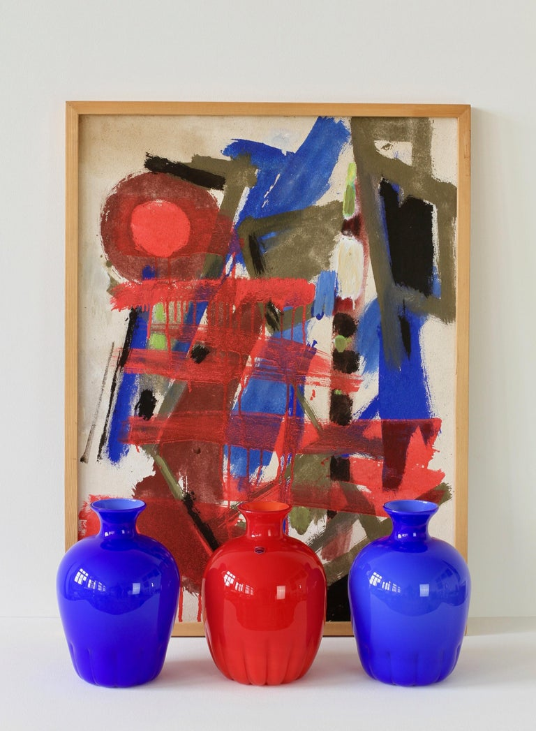 A wonderful set of blue and red Murano glass vases by Cenedese glass, Italy, circa 1990s and an informal abstract modernist oil painting signed by German artist Walter Wohlschlegel (1907-1999). Painted on hardboard, Wohlschlegel is painting on the